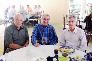 02112015 EN RECIENTE FESTEJO.  Daniel Mora, Martín González y Leobardo Madinaveitia.