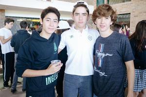 03112015 EN EVENTO ESCOLAR.  Andrés, Mario y Rodrigo.