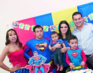 06112015 ALEGRE FESTEJO.  José Daniel celebró su cumpleaños en compañía de su familia.