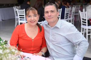 06112015 EN PAREJA.  Claudia y Roberto.