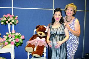 06112015 FUTURA MAMá.  Brenda América con Yio de Guijarro organizadora de su baby shower.