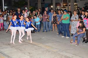 Personas de todas las edades se reunieron en el Centro de Torreón.