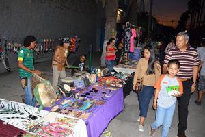 Las personas pudieron adquirir los artículos que se vendían en 'Moreleando'.