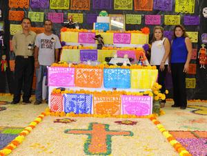 08112015 TRADICIONAL CELEBRACIóN.  Altar de muertos de la Escuela Antonio de Juambelz y Bracho.