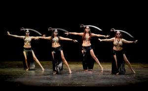 08112015 Danza con sable, interpretada por: Sara, Fernanda, Fanny y María Luisa.