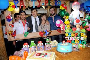 09112015 FELIZ CUMPLEAñOS.  Pedro Francisco Aldana Zaragoza acompañado de su mamá, Alma Mireya, y sus hermanos, Eduardo y Caro, en su fiesta de cumpleaños.