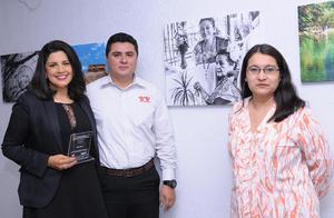 09112015 Anylu Álvarez, Marcos y Laura.