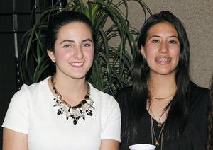 08112015 EN RECIENTE EVENTO.  Lucía y Estefi.