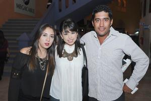 10112015 Mariana Reyes, Mayra Campos y Chuy Paredes.