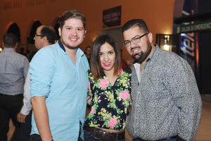 10112015 Carlos Ibarra, Mariana González y Abraham González.
