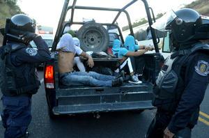 Tras los enfrentamientos, 12 normalistas fueron detenidos.