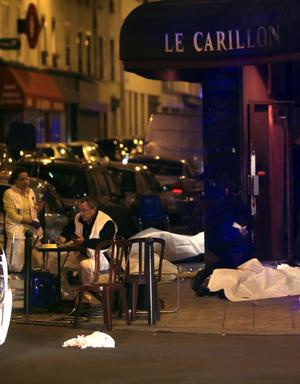 Autoridades dijeros  11 personas fueron muertas en un restaurante de París en el décimo distrito y unas 15 en el teatro Bataclan, donde también se produjo una toma de rehenes.