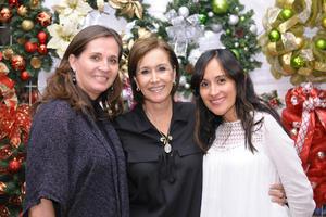 Consuelo, María Esther y Mónica