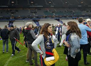 A pesar de la noche de caos en París, los asistentes al partido entre Francia y Alemania mantuvieron la calma.