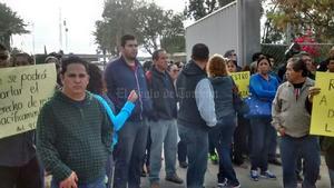 Los docentes reclamaron la nutrida presencia policiaca señalando que su labor es salvaguardar la seguridad de la ciudadanía, así como detener delincuentes y no criminalizar la protesta social.