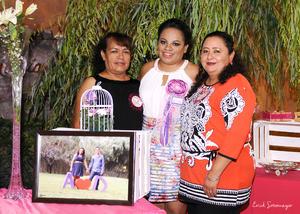 14112015 Las organizadoras de esta bonita celebración fueron su mamá, la Sra. Graciela Robles, y su futura suegra, la Sra. Bertha Alicia Barrientos.