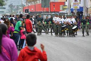 Laguneros salieron a las calles para presenciar el acto.