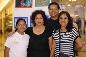 16112015 EN FAMILIA.  Mayra Paola, María Cecilia, Nuria y Francisco.