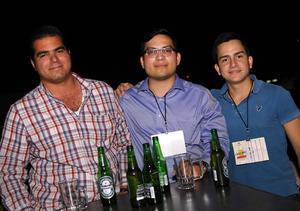 16112015 POSAN PARA LA FOTO.  Luis Miguel, Andrés y César.