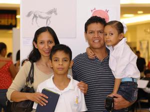 18112015 ASISTEN A EXPO.  Alicia, Jesús, Andrea y Tomás.