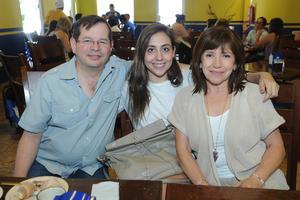 18112015 EN FAMILIA.  Peter, Daniela y Biby.