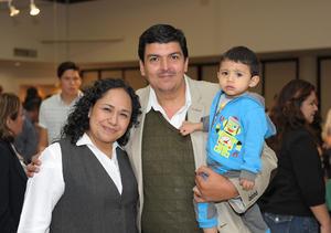 19112015 Ana Patricia, Hipólito y Junior.
