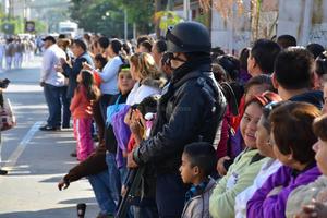 Los laguneros salieron a la calle para presenciar el desfile.