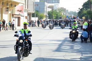 Fueron los elementos de Vialidad Municipal y la Dirección de Seguridad Pública los que abrieron la parada cívica.