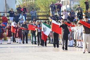 """Por su parte, Miguel Riquelme expresó que en fechas como esta, es importante, """"es indudable e innegable que el Ejército nos ha dado la paz y la coordinación en la Comarca Lagunera y en Coahuila es importante""""."""