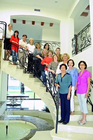 21112015 EN SU JUNTA MENSUAL.  Integrantes del Club de Jardinería Lirios.
