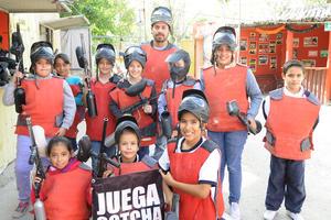 21112015 CUMPLE DIEZ AñOS.  Hanna Segura González festejó su cumpleaños en el Gotcha. La acompañaron en este día tan especial sus primos y sus amigos del colegio.