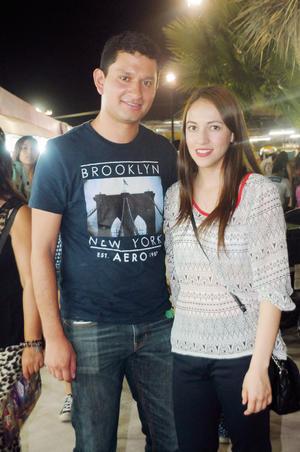 22112015 EN PAREJA.  Sebastián y Mariana.