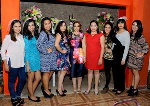 22112015 Las anfitrionas de esta grata celebración fueron su mamá, Carmen Valadez, y su hermana, Judith Alejandra Domínguez.