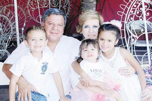 22112015 DOBLE CELEBRACIóN.  Cumpleaños de Óscar y Dorita con sus nietos, Sahily, Óscar y Mía.