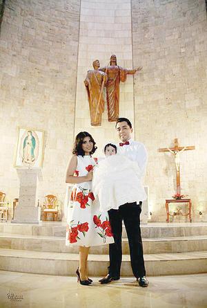 22112015 La pequeña Alency Guiselle Hernández Luna en compañía de sus padres, Nancy Luna Flores y Alejandro Hernández Gutiérrez.