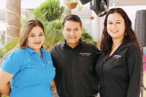 22112015 EN EXPO.  Marysol, Daniel y Miriam.