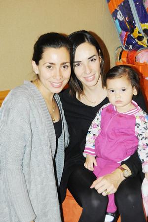 23112015 Daniela, Mónica y Frida.