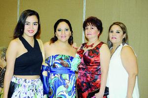 23112015 EN UN BABY SHOWER.  Astrid, Luz Clelia, Coco y  Rosita.