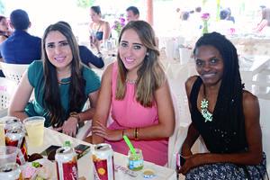 23112015 GRATA CONVIVENCIA.  Pamela, Ale y Loriet.