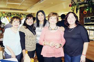24112015 BUENOS MOMENTOS.  Elisa y Lupita fueron acompañadas por sus amigas Martha, Claudia y Rosy para festejar sus respectivos cumpleaños.
