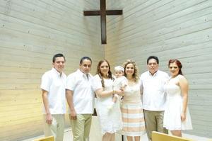 Acompañado de sus papás, Ileana Márquez y Francisco Morales, sus abuelos, Gerardo Márquez Guevara y Rosy de Márquez,y sus padrinos, Gerardo y Alejandra Márquez Martínez
