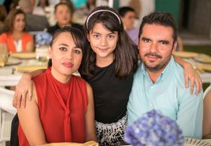 Edith, Regina y Luis
