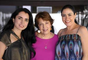 26112015 CONTENTAS.  Mónica, María Elena y Angelina.
