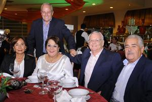 Héctor, Alberto, Tere, Alicia y Patricio