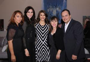 Kenia, Sonia, María Angélica y Rodolfo, organizadores, con la expositora Ana Fuentes