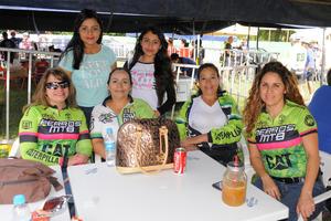 27112015 Cecy Tejada, Lupita Segovia, Rosy Cano, Olga Amado, Brenda Pérez y Fany Pérez.