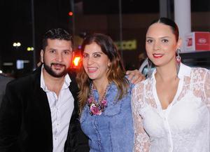 27112015 Alex, Marcela y Mónica.