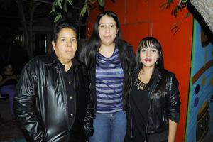 28112015 Marcela Aviña, Rosy Payán, Jesús Aviña y Thalía García.