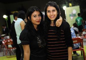 27112015 AMIGAS.  Norma y Yetzi.