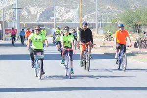 Participaron más de 100 ciclistas y ambientalistas.